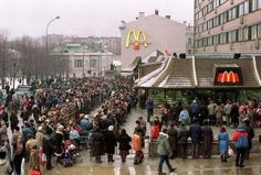 The queue on the opening day of the first McDonald's restaurant in Moscow.