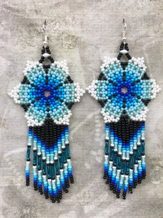 ★ MATERIALS ★ Czech glass beads ★ MEASUREMENT ★ 4 inches All my creations are handmade in a smoke free home. Seed Bead Earrings, Beaded Earrings, Seed Beads, Native Beading Patterns, Peyote Patterns, Bead Jewellery, Beaded Jewelry, Fabric Birds, Earring Tutorial