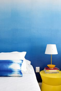 Bedroom Design Ideas - Create An Ombre Wall For A Colorful Accent Wall Coastal Master Bedroom, Blue Bedroom, Bedroom Themes, Bedroom Decor, Wallpaper Azul, Ombre Wallpapers, Accent Wall Bedroom, Blue Walls, Ombre Walls