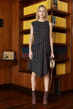 Nicole Miller Pre-Fall 2018 Fashion Show Collection Batik Fashion, Fashion Fabric, Ethnic Fashion, Autumn Fashion 2018, Fashion Week, Runway Fashion, Nicole Miller, Style Ethnique, Batik Dress