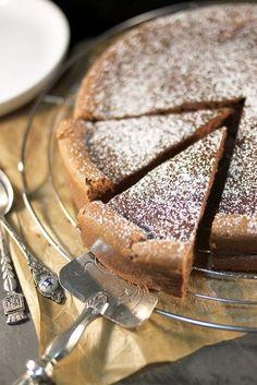 Chocolate cake with almonds - RECiPE Desserts With Biscuits, Köstliche Desserts, Chocolate Desserts, Healthy Desserts, Delicious Desserts, Dessert Recipes, Yummy Food, Bon Dessert, Chocolate Cake