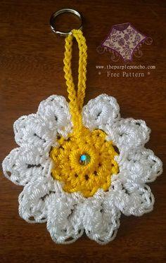 Daisy Flower Keychain by The Purple Poncho, #crochet, free pattern, #haken, gratis patroon (Engels), bloem, sleutelhanger