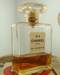 Chanel No.5..........this is my favorite scent to wear.......it makes me feel sexy.