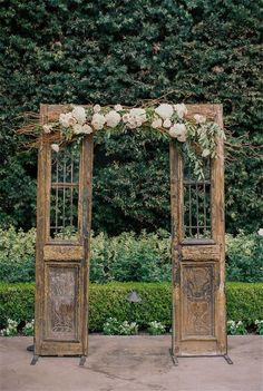 Shabby chic wedding decor - Shabby Chic Vintage Wedding Ideas You Can't Say No To! Wedding Photo Background, Retro Background, Wedding Ceremony Backdrop, Wedding Reception, Reception Entrance, Wedding Doors, Entrance Ideas, Wedding Church, Reception Ideas