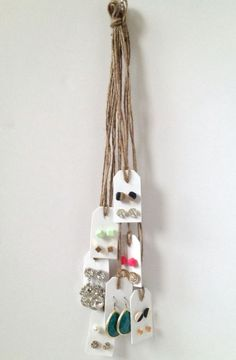 DIY home decor recycling sewing jewelry making a lot of awesome tutorials to get inspired by. Jewellery Storage, Jewelry Organization, Jewellery Display, Recycling, Craft Show Displays, Display Ideas, Earring Display, 6 Photos, Jewelry Holder