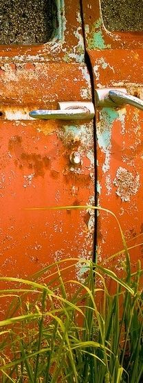 orange car rust My current color combo fav! Wabi Sabi, Green And Orange, Orange Color, Orange Braun, Rust In Peace, Peeling Paint, Orange You Glad, Photocollage, Art Abstrait