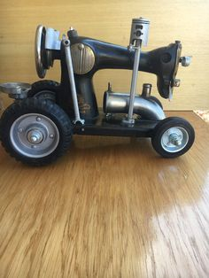 Sewing Machine Tractor Man Cave Decor Scrap Metal Art Metal Sculpture Vintage Sewing Machine Hand Crank Old Small Sewing Machine Bicycle Hanger, Wooden Bicycle, Décor Antique, Metal Art Projects, Metal Figurines, Old Sewing Machines, Scrap Metal Art, Vintage Sewing, Decorative Items