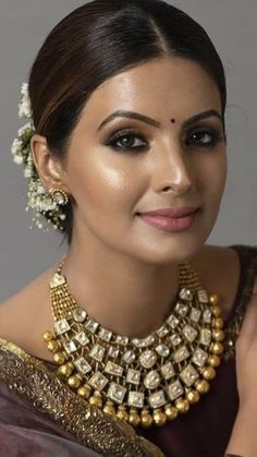 Bridal Hair Buns, Exotic Beauties, Jewelry Model, Cute Faces, India Beauty, Ancient Art, Bun Hairstyles, Fashion Jewelry, Women's Fashion