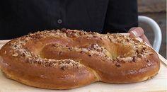 Kringle En opskrift på den klassiske kringle med lækkert fyld samt mandler og perlesukker på toppen.