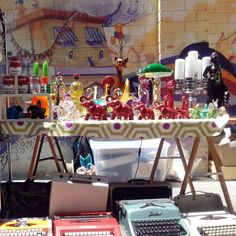 Mañana calurosa de domingo a ritmo de swing en la Placica Vintage de @lasarmaszaragoza