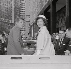 1960. 19 Octobre. New York, New York, USA Broadway Motorcade, New York, New York Close up of JFK and Jackie