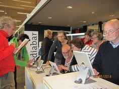 De Mediabar is afgelopen vrijdag officieel geopend bij @Bibliotheek Zundert-Rucphen door oud Klik&Tik-cursisten! De bibliotheek nodigt iedereen uit om te experimenteren met de nieuwe media-apparaten, en heeft een gevuld programma: http://www.bibliotheekzundertrucphen.nl/nieuws/2014/04/18/maak-kennis-met-nieuwe-media