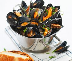 Seafood Party, Snacking, Beef Wellington, Mussels, Kung Pao Chicken, Japchae, Food Inspiration, Food To Make, Food And Drink