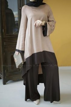 Coffee-n-Milk Two-Piece Pant Suit Tesettür Tunik Modelleri 2020 Modesty Fashion, Abaya Fashion, Fashion Dresses, Muslim Women Fashion, Islamic Fashion, Modest Dresses, Modest Outfits, Simple Pakistani Dresses, Abaya Mode