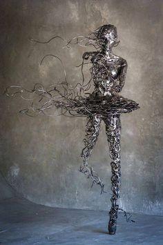 Dynamic steel sculpture by Regardt van der Meulen (colin-vian)