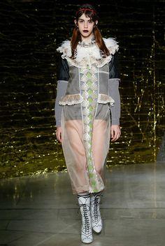 2016春夏プレタポルテコレクション - ミュウミュウ(MIU MIU)ランウェイ|コレクション(ファッションショー)|VOGUE JAPAN