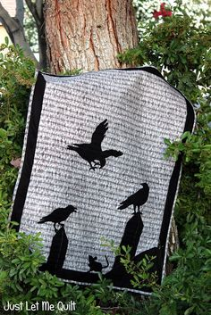 Crow quilt by Carol at Just Let Me Quilt. Inspired by Kris Loves Fabric.—back of Halloween quilt? Halloween Quilts, Halloween Sewing, Halloween Crafts, Halloween Quilt Patterns, Fall Patterns, Quilt Art, Quilting Projects, Quilting Designs, Quilting Ideas