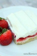 To die for Strawberries N Cream Bars - SO good! { lilluna.com }