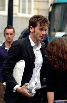 David Tennant looking spiffy<-- diggin the comment<-- and the little peek of belly ; )
