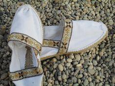 zapatillas de esparto fiestas & bodas Espadrilles, Espadrille Shoes, Shoes Flats Sandals, Beach Sandals, Boho Shoes, Shoe Art, Canvas Leather, Shoe Collection, Shoe Brands