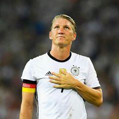 We feel for you, Basti. #DieMannschaft #Schweinsteiger #ServusBasti
