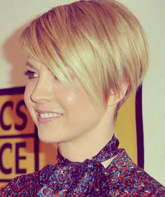 15 Chic Short Haircuts: Most Stylish Short Hair Styles Ideas - PoPular Haircuts Edgy Haircuts, Cute Short Haircuts, Short Hairstyles For Women, Summer Hairstyles, Straight Hairstyles, Pixie Haircuts, Stacked Haircuts, Asymmetrical Haircuts, Pixie Hairstyles