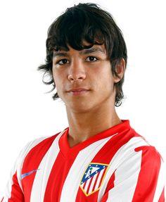 Haz click sobre la foto de Óliver Torres para ver su ficha técnica en la página web del Club.