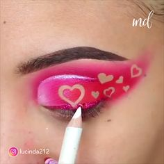 Pretty colorful eye makeup looks 😍😍 By: 23 Simple Makeup Techniques That Make Most of th Creative Eye Makeup, Colorful Eye Makeup, Makeup For Green Eyes, Simple Makeup, Lip Makeup, Makeup Tips, Beauty Makeup, Makeup Hacks, Makeup Art
