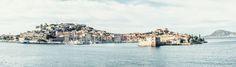 Portoferraio – Das Panorama von Portoferraio wie es sich nur vom Schiff aus präsentiert. Wie eine Miniatur lädt die detailreiche Ansicht zum Entdecken ein. 2014, PP | © www.piqt.de | #PIQT