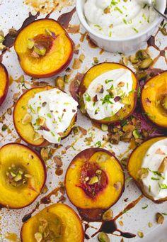 ugnsbakade persikor flader mascarpone lime lattlagad dessert