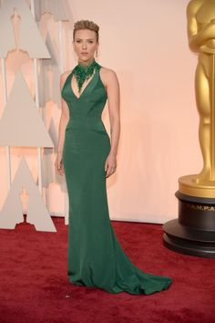 Petite Stars at the 2015 Academy Awards: Scarlett Johansson on the Red Carpet at the 87th Annual Academy Awards