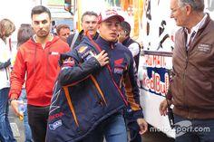 Marc Marquez, Repsol Honda Team, después de lesionarse el hombro