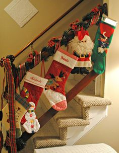 staircase-christmas-decorations-stockings