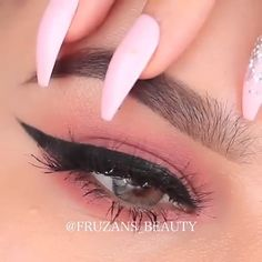 liner for hooded eyes Perfect Winged Eyeliner, Winged Eyeliner Tutorial, Simple Eyeliner, Winged Liner, No Eyeliner Makeup, Glam Makeup, Eyeliner Ideas, Eyeliner Application, Eyeshadow For Green Eyes