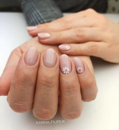 Unhas decoradas rosas: 80 inspirações e tutoriais para fazer em casa, You can collect images you discovered organize them, add your own ideas to your collections and share with other people. Daisy Nails, Flower Nails, Pink Nails, Nude Nails, Stiletto Nails, Daisy Nail Art, Shellac Nail Colors, Subtle Nails, Nagel Blog