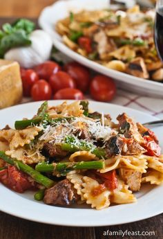 Pasta, Chicken & Asparagus in Garlic Tomato Sauce - The intensely good flavors in this sauce make this a really memorable meal!