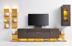 flexible Wohnwand Media Concept | Hier wurden die Farben Gelb und Taupe gewählt, welche im Zusammenhang eine modische und geschmackvolle Mischung ergeben. #yellow #livingroom #MoebelLETZ