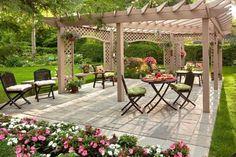 romantisches design pergola blumen patio gerüst kletterpflanzen