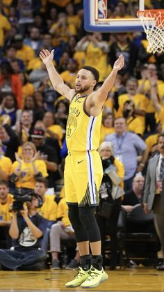 Stephen Curry Family, Nba Stephen Curry, Basketball Quotes, Nba Basketball, Wardell Stephen Curry, Stephen Curry Basketball, Stephen Curry Pictures, Nba Wallpapers, Nba Players