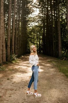 Michigan photographer specializing in couples and high school seniors. Summer Senior Pictures, Cute Poses For Pictures, Senior Photos Girls, Senior Girls, Outfits For Senior Pictures, Friend Senior Pictures, Outdoor Senior Pictures, Senior Portraits Girl, Photography Senior Pictures