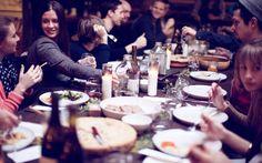 3. Surpreender a família com um belo almoço de domingo. Afinal de contas, tem algo mais importante do a família nessa vida? E não custa nada dar uma mãozinha para a sua mãe (que ela pede há tanto tempo!).