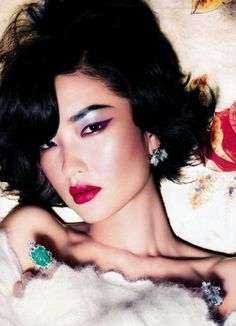 Gorgeous eye make up for Asians (finally!) but I would have gone with a nude for the lips.