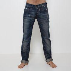 Jeans Absolut Joy - P034853  Jeans Absolut Joy modello 5 tasche + taschino lato sinistro, chisura con bottoni, lavaggio stone wash + lavaggio al thè, piccole rotture davanti e dietro, vestibilità regular. Fondo: 18 cm. Comp.: 100% cotone Dettagli: lavare a 30°