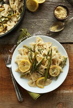 Vegan Lemon Asparagus Pasta! 9 simple ingredients, 30 minutes and SO creamy and delicious! BUTTER and dairy-free! #vegan