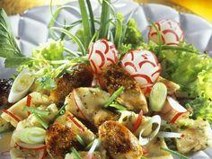 Bayerischer Knödelsalat mit Radieschen und Bratwurst ist ein Rezept mit frischen Zutaten aus der Kategorie Wurzelgemüse. Probieren Sie dieses und weitere Rezepte von EAT SMARTER!