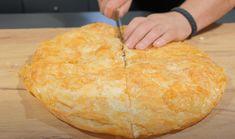 Ψάχνεις να βρεις συνταγή για εύκολη τυρόπιτα με γεύση καλύτερη και από του φούρνου της γειτονιάς σου; Την βρήκες! Η συνταγή είναι από το κανάλι LIVE KITCHEN CHANNEL Υλικά 330 ml. σόδα (κουτάκι, σε υγρή μορφή) 100 γρ. ελαιόλαδο 1,5 Cornbread, Pineapple, Dairy, Cookies, Cheese, Fruit, Ethnic Recipes, Food, Millet Bread