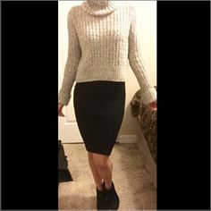 Free People Cowl Neck Sweater Love this cozy Free People cowl neck sweater! Great for the cool weather. I would style this with a black pencil skirt with booties or with jeans and booties. Never worn. New with original tags. Free People Sweaters Cowl & Turtlenecks