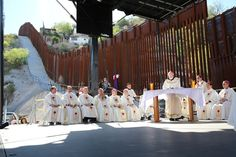 """Cardinal Sean O'Malley concelebrates Mass on the US-Mexico border, April 1, 2014. A group of U.S. bishops visited the U.S.-Mexico border Tuesday to say Mass in remembrance of migrants who died during their journey, calling attention to the humanitarian consequences of American immigration policy. """"Human beings are dying on both sides of this wall,"""" said Cardinal Séan O'Malley of Boston"""