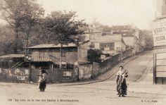 Au coin de la rue des Saules, vers 1900 (Paris 18e) Paris 1900, Old Paris, Paris Rue, Paris Vintage, Arrondissement, Old Photography, Chapelle, Le Moulin, Our World