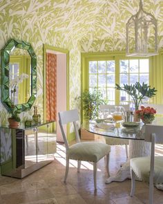 Happy Room, Wallpaper Ceiling, Southern Accents, Florida Style, Green Rooms, Back To Nature, Beautiful Interiors, Coastal Living, White Walls
